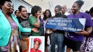 Straatnaambord overledene Amsterdam Charlton Louis Wondel plein Walvisbuurt