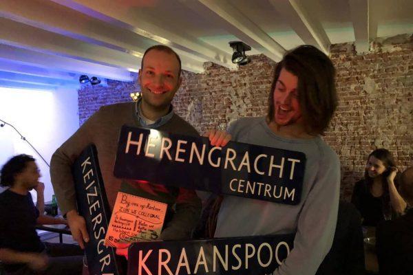 Amsterdamse straatnaamborden als cadeau